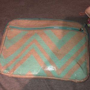 Accessories - Chevron laptop case